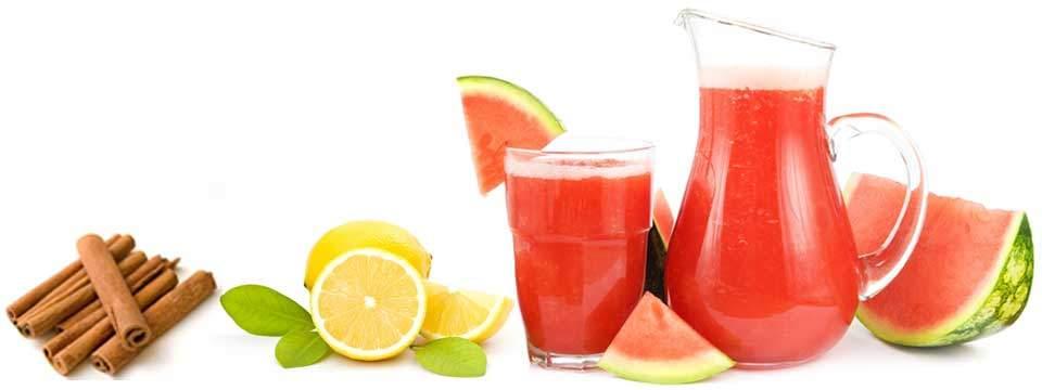 Suco de melancia com limão e canela