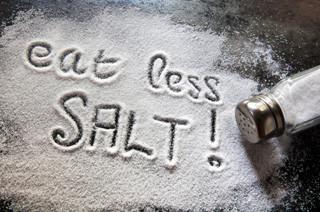 inchaço nas pernas menos sal