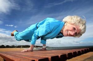yoga-mulher-idosa