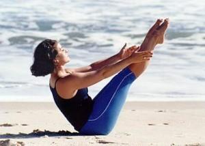 exercicio-de-yoga-na-praia
