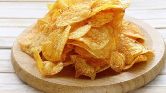Batatas chips con'tem muito sódio, evite.