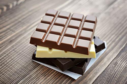 Evite o chocolate ao leite