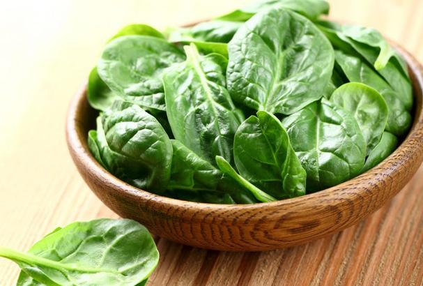 Espinafre é rico em vitamina E.