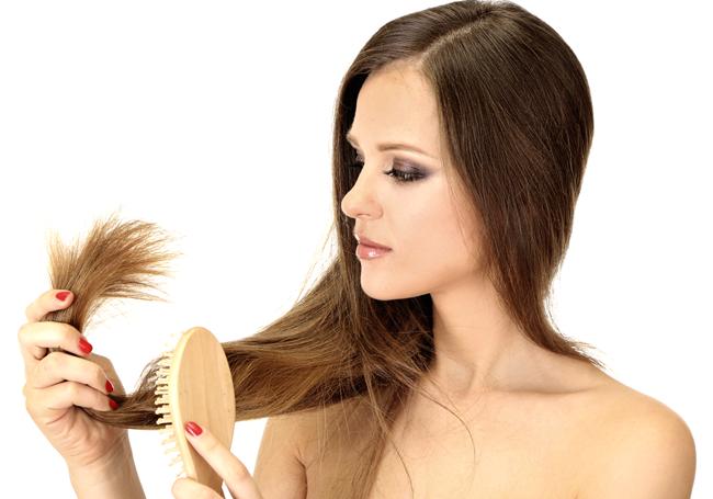 O herpes genital, em casos ocasiona queda de cabelos?