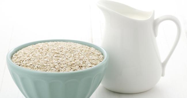 Leite de aveia natural e nutritivo