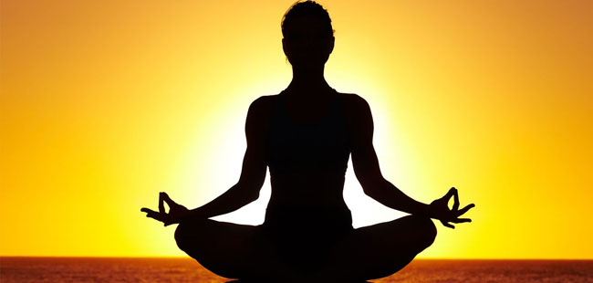A Yoga é considerado uma das melhores técnicas pelos especialistas e bastante recomendado para ajudar na prevenção e no alívio das dores nas costas