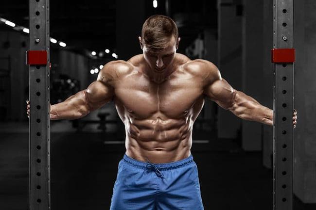 Treino intercalado trás inúmeros benefícios, mas o principal deles é que você não sobrecarrega a musculatura do peito.