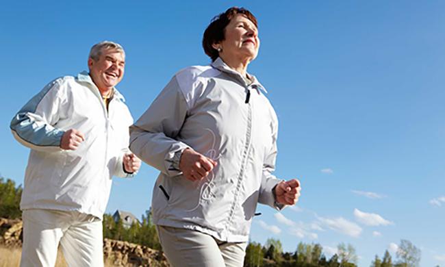 Vive mais quem vive bem - Manter hábitos saudáveis como se exercitar, comer corretamente, beber água, podem ajudar a conquistar uma vida mais longeva.